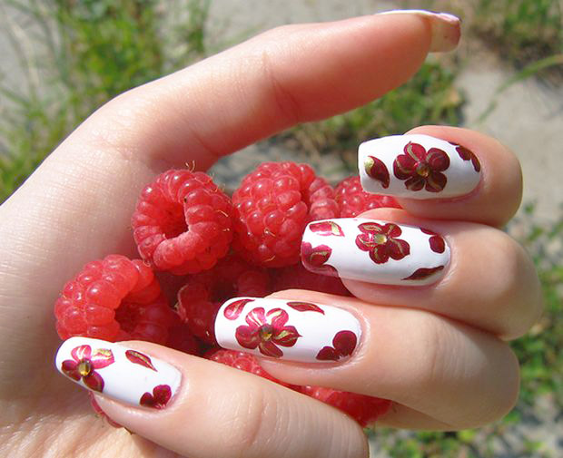 цветами на ногтях иголкой